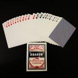 ゲームカード(ドイツの黒いコアペーパー)をするドラゴンクラブ特別なカジノ