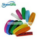 L'abitudine possiede il Wristband reso personale Wristbands del silicone di marchio