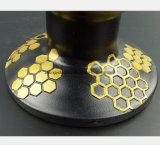 I tubi di fumo neri trasportano un processo del metallo giallo