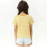 짧은 t-셔츠가 소매에 의하여 줄무늬로 한 동점 정면 단에 의하여 농담을 한다