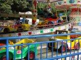 子供の運動場装置の小型チェーン車