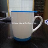 Taza de cerámica del nuevo diseño al por mayor con la tapa y el platillo del silicón