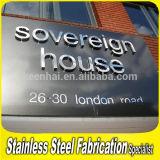 ステンレス鋼の文字の印のアルファベットの文字の広告