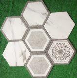 El mosaico de mármol blanco sano del hexágono de 200*230m m Carrara afiló con piedra el azulejo de la pared