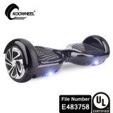Individu de Koowheel équilibrant le scooter électrique avec UL2272