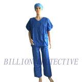 Protettivi chirurgici a gettare fregano il vestito