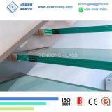 Étage gâché par escaliers clairs de verre feuilleté de Sgp
