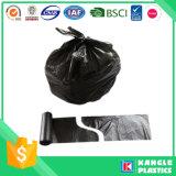 La bolsa de plástico desechable de basura de la basura con el lazo de la manija