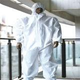フードが付いている白いポリプロピレンの使い捨て可能なつなぎ服