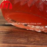 赤いガラスワイン・ボトルの顧客用ワイングラスのウイスキーボトル