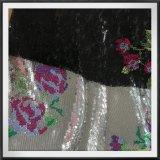 Sequins-Stickerei mit Blumen-Tullesequins-Stickerei mit Blume