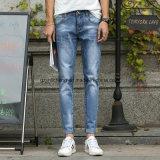 Jeans potati scarni sottili del denim degli uomini di stile della Corea di modo