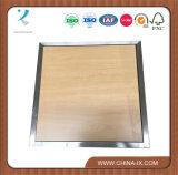 De Lijst van de houten en Vertoning van het Roestvrij staal