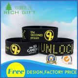 Kundenspezifischer Marken-SilikonWristband in der gelben Farbe