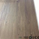 Un revêtement de sol en vinyle PVC Cliquez sur l'intérieur du système de plancher recouvert de vinyle SPC