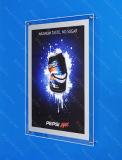 Tabellone per le affissioni di cristallo dell'interno che fa pubblicità alla casella chiara