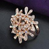 De manier nam de Gouden Bijkomende Ring van Jewerlry van de Manier met Duidelijk Kristal toe