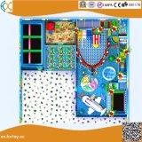 Structuur van de Speelplaats van kinderen de Binnen met de Pool van de Trampoline en van de Bal