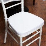 スタック可能Chiavari Tiffanyの舞踏室の椅子と結婚する固体木のホテルMorden