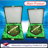 Radierung Metal Plate Wood Trophy Shield Plaque Souvenir Wooden Plaque mit Box (LZY-P004)