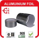 Solo papel de aluminio echado a un lado que envuelve la cinta
