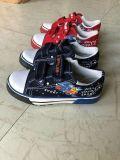 De Schoenen van het Canvas van kinderen/van Jonge geitjes, Toevallige Schoenen, de Schoenen van de Sport, 7500pairs in Handen