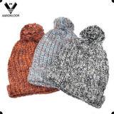Lenço e chapéu de malha tricotados na moda do Mohair