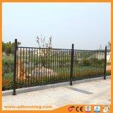La parte superior plana cubierta de polvo de la piscina valla de seguridad de aluminio