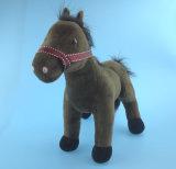 Cheval de jouet en peluche brun foncé