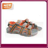 Sapatas confortáveis da sandália da praia dos homens