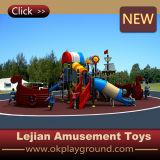 2016人の子供の好意の裏庭の運動場のスライド(X1509-10)