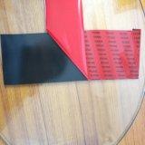 Двухстороннюю клейкую ленту из пеноматериала с красными пленку на металлической панели