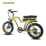 Il punto tramite la bicicletta elettrica della gomma grassa dell'incrociatore della spiaggia con il pedale ha aiutato