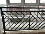Загородка балкона обеспеченностью орнаментальная с по-разному типом