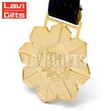 Percha turística estampada antigüedad de la medalla del medallón del metal de la concesión del deporte del recuerdo de la insignia de encargo del chapado en oro de la vendimia con la cinta