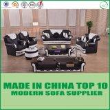La mobilia domestica moderna francese ha trapuntato l'insieme di cuoio del sofà di Chesterfield