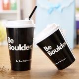 Изолированная таможней черная бумажная кофейная чашка с крышками