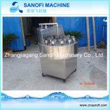 De semi-auto Roterende Machine van het Flessenspoelen en het Borstelen van het Glas