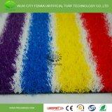 幼稚園の景色の人工的な虹の草