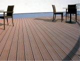 Matériau de construction avec un revêtement de sol composite WPC Decking anti UV