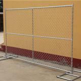 金属によって電流を通される金網のチェーン・リンクの塀のパネル