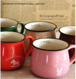 Caneca de café cerâmica do vintage retro
