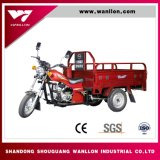 Comida agricultor utilizar a caixa de carga de triciclo motociclo