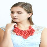 De nieuwe Oorring van de Armband van de Halsband van de Juwelen van de Manier van de Parels van het Ontwerp Rode Acryl Vastgestelde