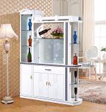 Module de mémoire en bois de cuisine à la maison avec l'étagère en verre de vin