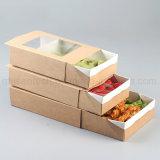 Quitar la caja de cartón de los alimentos de preparación rápida con los surtidores claros de la ventana