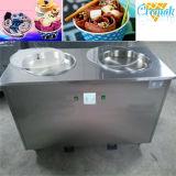 Una máquina frita Tailandia plana redonda del helado de la cacerola