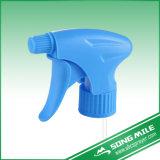 Pulverizador do jardim, uso da bomba do disparador para a flor da água do jardim