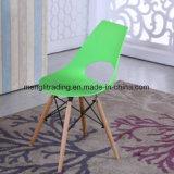鋼鉄足の鉄骨フレームが付いている現代安の金属の背部レストランのプラスチック椅子