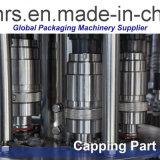 Reines/Mineralwasser, das mechanisches Gerät füllt
